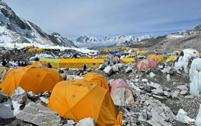 Terinfeksi Covid-19, Pendaki Everest Isolasi Mandiri di dalam Tenda