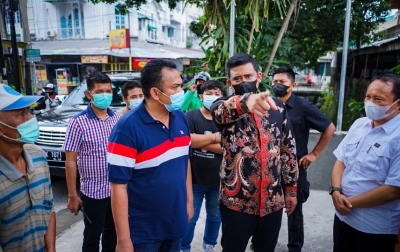 Bobby Nasution Robohkan Bangunan di Atas Drainase