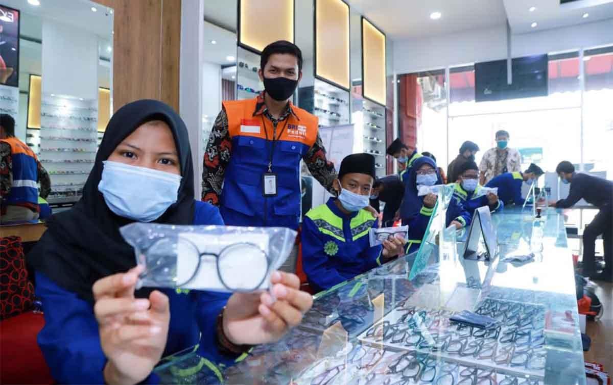 Cerita Santri Di Tangerang Dapat Bantuan Kacamata Gratis Dari BRI
