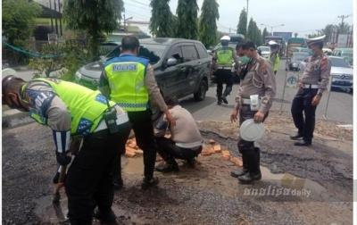 Jalan Rusak, Satlantas Polresta Deli Serdang Surati Pemerintah