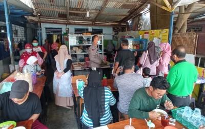 Pemilik Cafe Diminta Tak Layani Pembeli Makan di Tempat