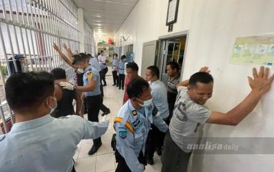 Petugas Lapas Siborongborong Gelar Razia Halinar