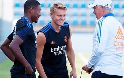 Persaingan Lini Tengah Real Madrid Ketat, Odegaard Terancam