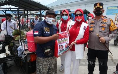 Sejumlah Pedagang di Pelabuhan Tanjung Tiram Dapat Bantuan Sembako