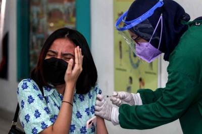 Segera Laporkan Jika Vaksinasi Dipungut Bayaran!