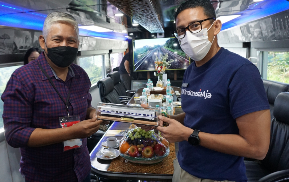 Wisata Aman dan Nyaman Sambil Menikmati Kuliner Asli Lokal Naik Kereta Istimewa