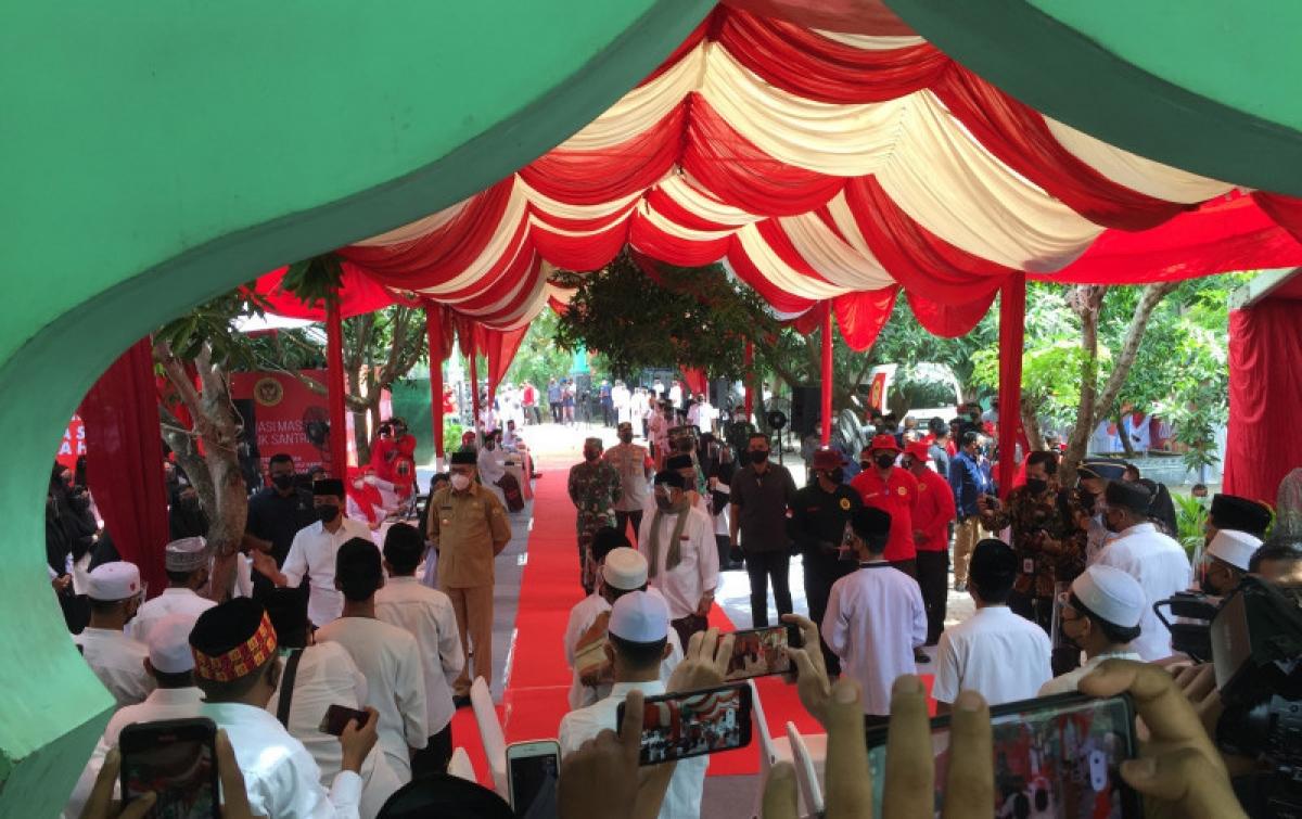Jokowi: Vaksinasi Covid-19 Pondok Pesantren Bagian Melindungi Santri