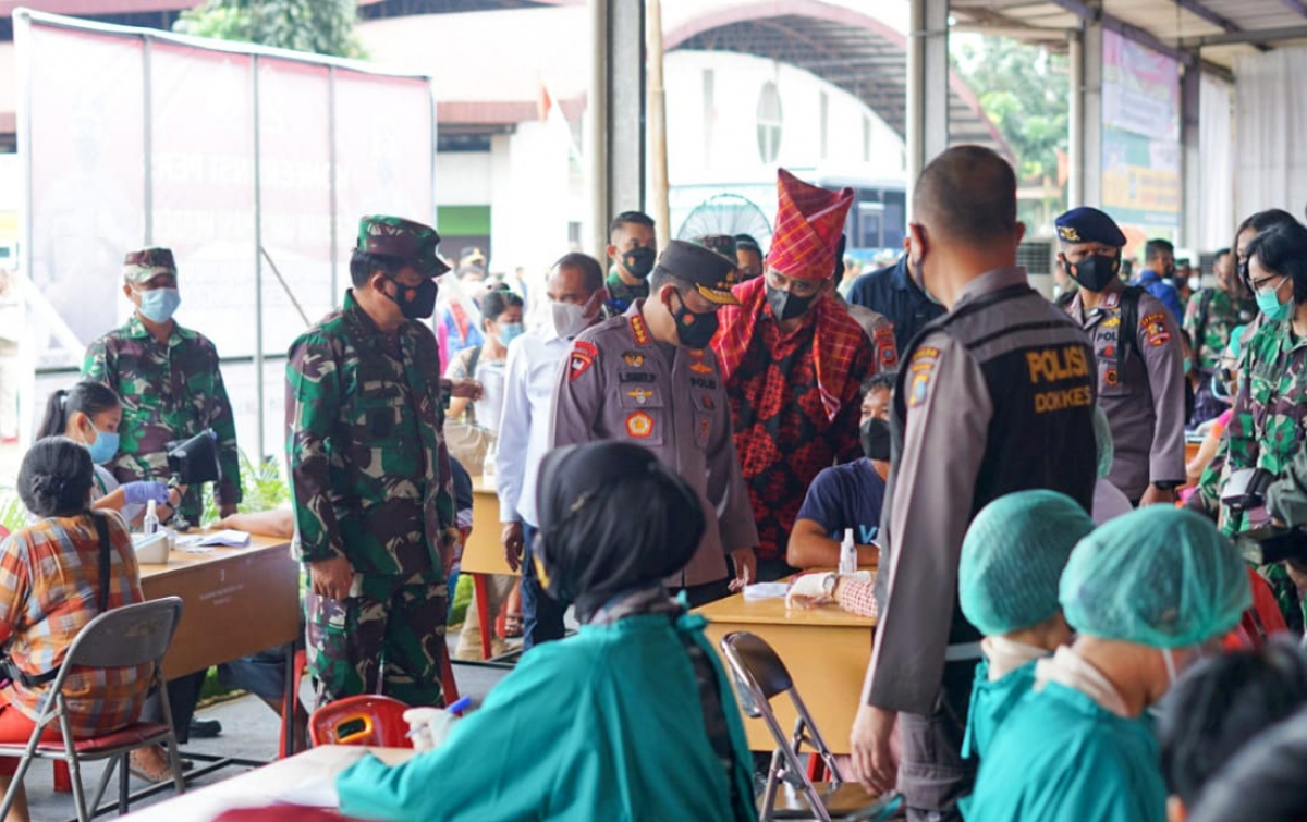 Gelar Vaksinasi di Pasar Induk, Panglima TNI dan Kapolri Apresiasi Bobby Nasution