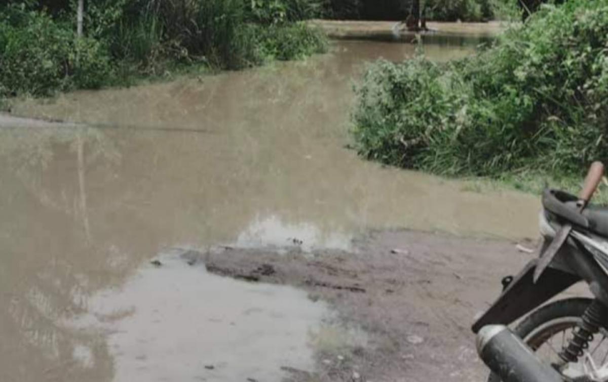 Hujan Deras, Lalu Lintas Hajoran Lumpuh Total