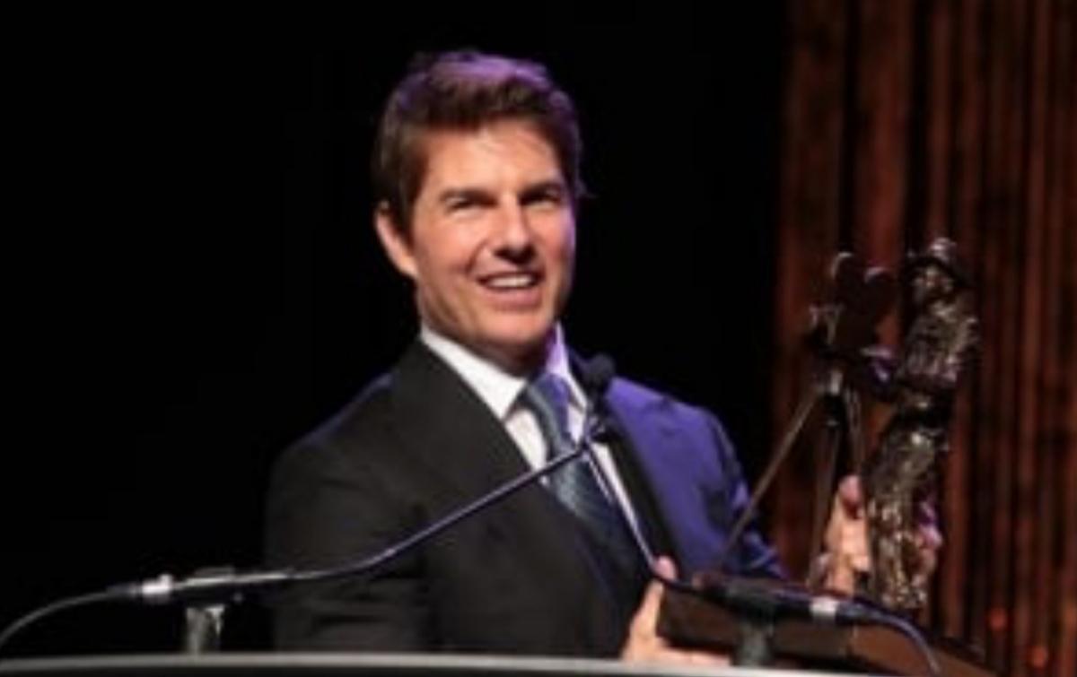 Melompat dari Helikopter, Tom Cruise Buat Warga Tercengang