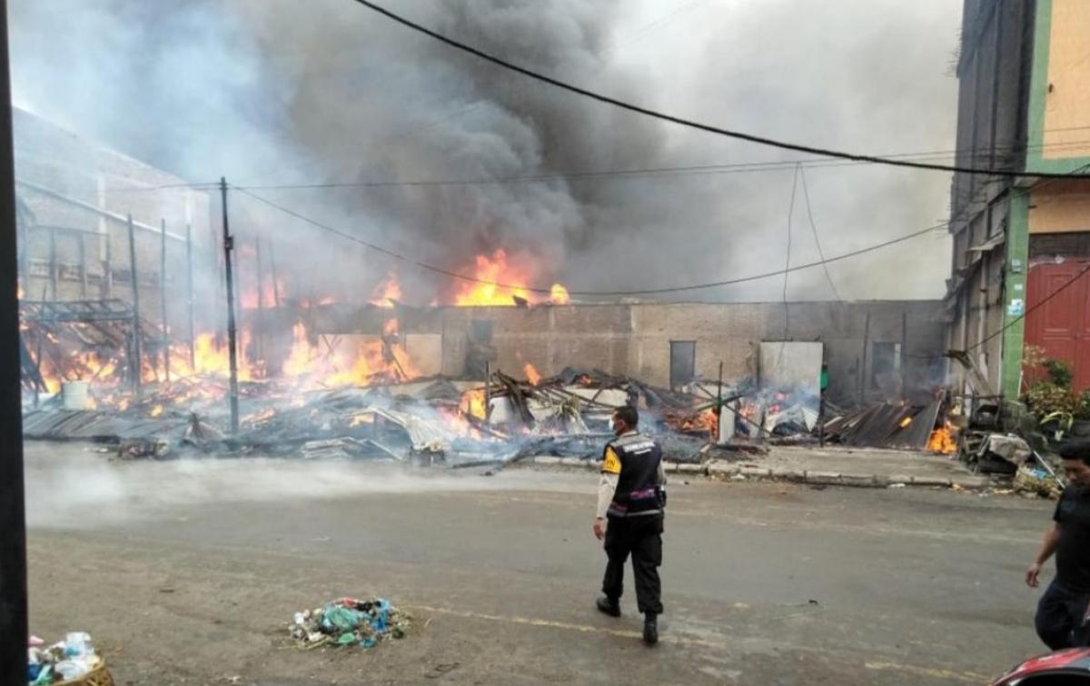 5 Rumah dan 10 Kios di Pasar Siborongborong Terbakar