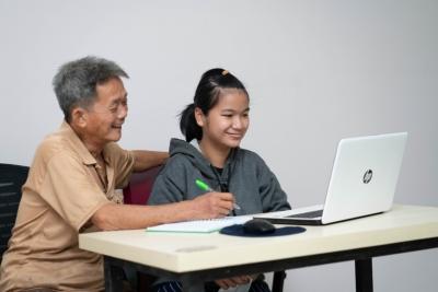 Putri Almarhumah Pengemudi Taksi Online yang Ingin Wujudkan Mimpi Jadi Dokter Gigi