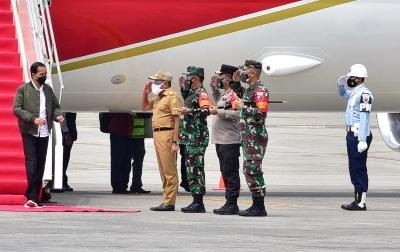 Tiba di Bandara Kualanamu, Jokowi Disambut Edy Rahmayadi