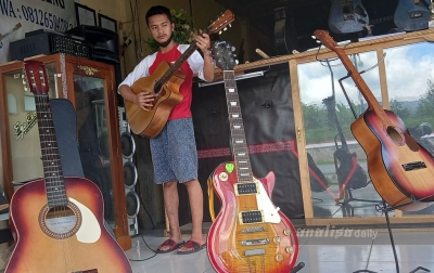 Gitar Sipoholon Tetap Eksis di Tengah Perkembangan Zaman dan Teknologi