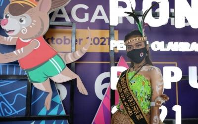PON XX Papua: BNPB Bagikan 5.000 Masker di Bandara Sentani