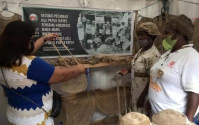PON Papua, Penjualan Noken Meningkat