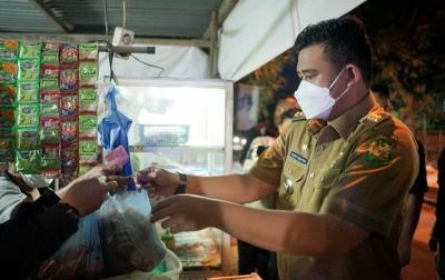 Bu Inong Terharu Gorengannya Diborong Bobby Nasution, Doakan Jadi Gubernur