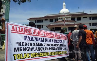 Massa Aksi Menolak 22 Titik E-Parking di Kota Medan