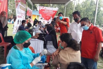 Fraksi PDIP Deli Serdang Bersama Projo Vaksin 1.000 Orang