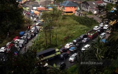 Foto: Jalur Medan-Berastagi Macet Panjang