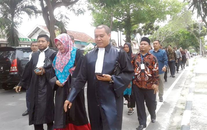 seratusan-pengacara-desak-tuntaskan-kasus-penganiayaan