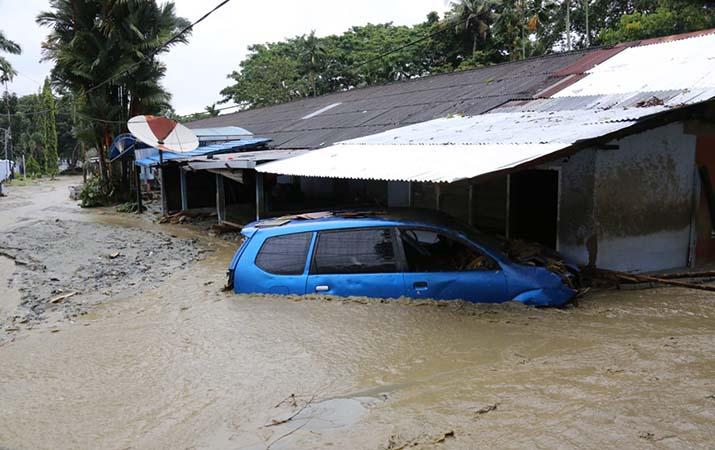 evakuasi-korban-banjir-bandang-sentani-terus-dilakukan-104-tewas-dan-79-hilang