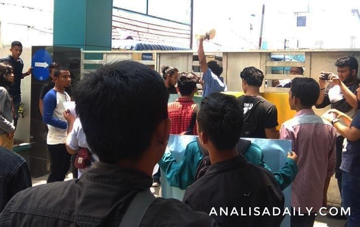 unjuk-rasa-mahasiswa-di-kantor-pln-jangan-padamkan-listrik-saat-ramadan