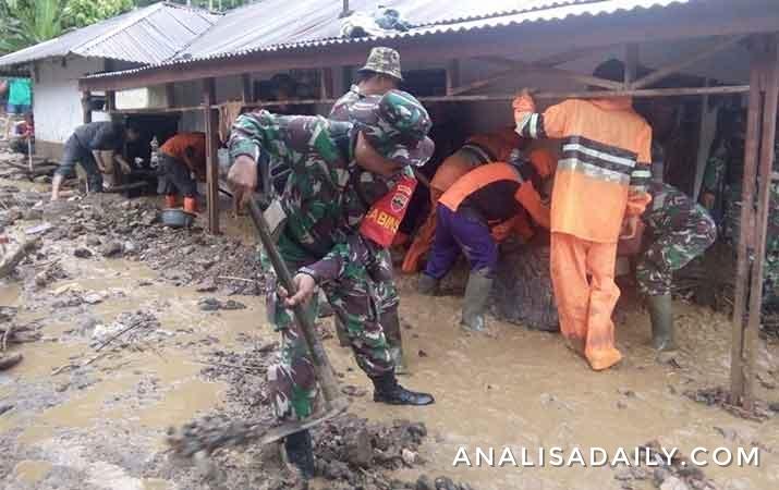 banjir-bandang-di-padang-sidempuan-hanyutkan-rumah-warga