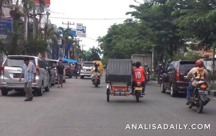 kondisi-lalu-lintas-di-sejumlah-kawasan-terpantau-ramai-lancar