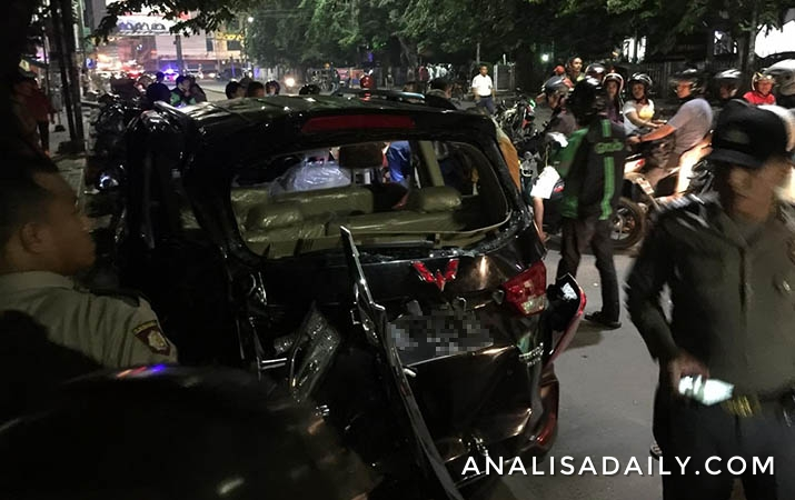 kecelakaan-kereta-api-bandara-vs-mobil-sebabkan-9-orang-luka-luka
