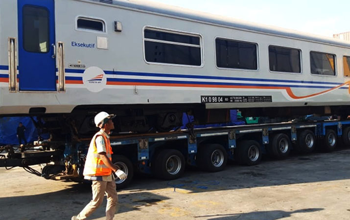 satu-trainset-kereta-penumpang-tiba-di-medan-siap-dioperasikan