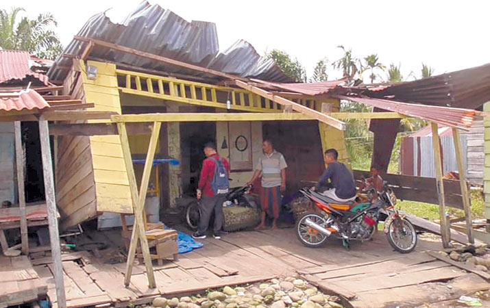 8-rumah-rusak-dihantam-angin-kencang