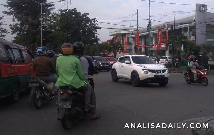lalu-lintas-di-sejumlah-titik-ramai-lancar-masyarakat-diimbau-patuhi-peraturan