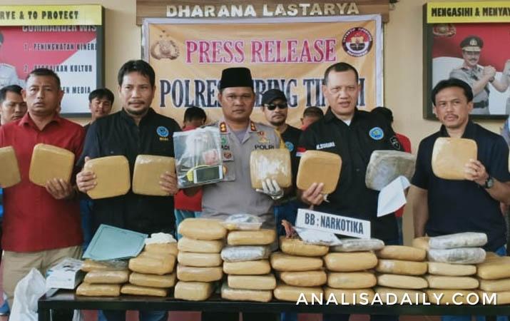 petugas-gabungan-ringkus-4-sindikat-pengedar-narkoba-191-kg-ganja-kering-disita