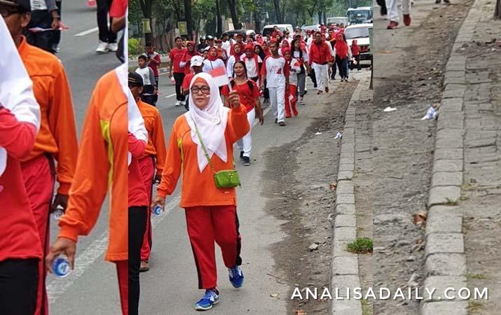 ratusan-warga-medan-ikut-jalan-sehat-meriahkan-hari-kemerdekaan