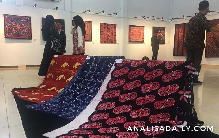 mahasiswa-fbs-unimed-pamerkan-beragam-motif-batik-etnis-sumut