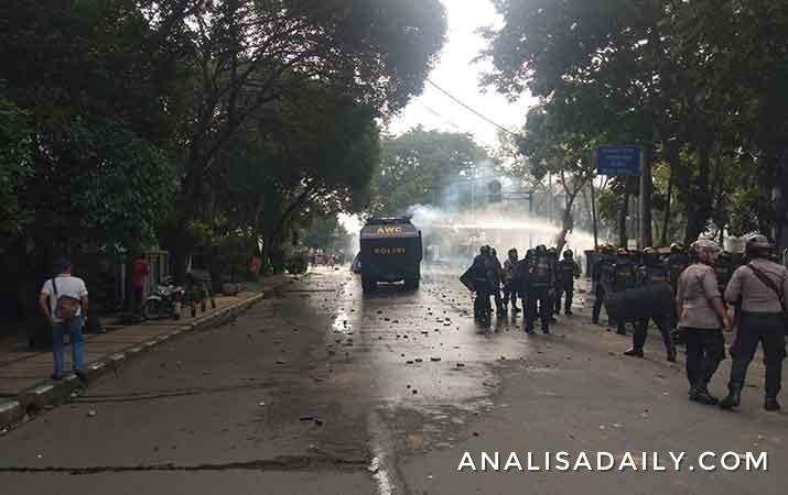 polisi-tetapkan-40-tersangka-dalam-kerusuhan-di-dprd-sumut