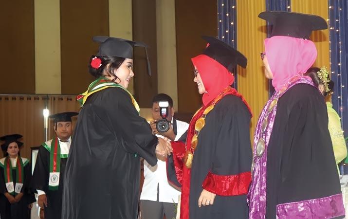stikes-flora-wisuda-662-lulusan