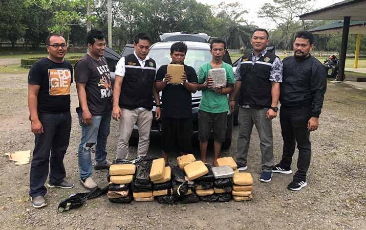 bawa-58-kg-ganja-kering-2-warga-jawa-barat-ditangkap-polres-langkat