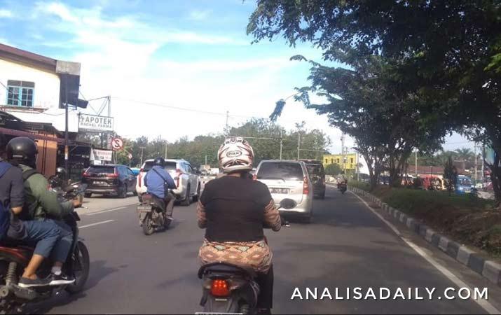 selasa-pagi-lalu-lintas-di-medan-ramai-kendaraan
